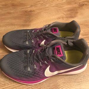 Nike Air Zoom Pegasus 34 Flyease Running